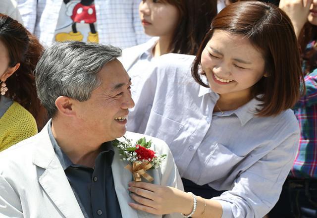 Học sinh Hàn Quốc làm gì vào ngày tôn vinh thầy cô giáo?